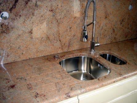 Evier de cette cuisine en granit shiva pink marbrerie et - Evier de cuisine en granite ...