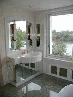 la splendeur de cette salle de bains joue sur le raffinement des dtails et des finitions - Salle De Bain Marbre Rose